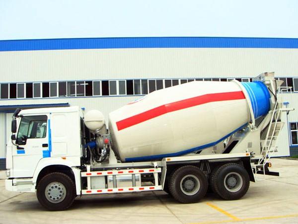 truk pengaduk beton